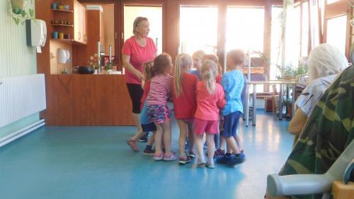 Vystoupení dětí zMŠ Neurazy 4